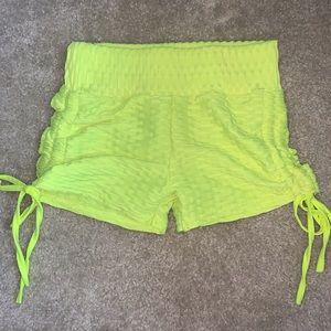 Pants - Scrunch booty shorts